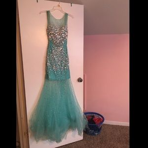 Stunning dress for prom or a 15